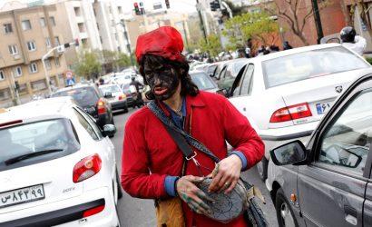 homme avec habit rouge